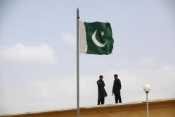 pakistani-flag-reuetrs